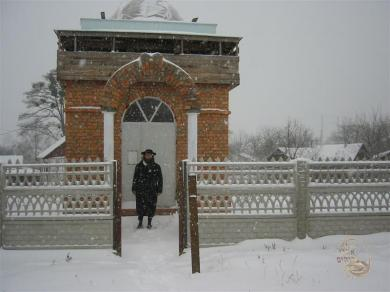 Rabbi Y.M. Gabai at ohel in Shepetovka