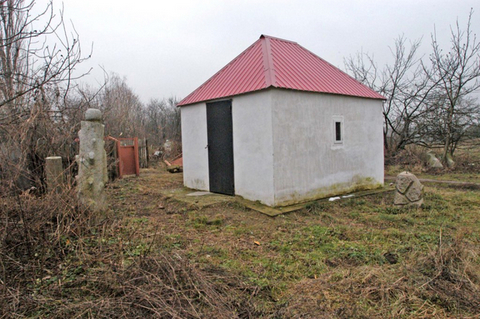 Ohel of R Raphael at Tarashcha in summer