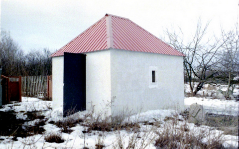 Ohel of R Raphael at Tarashcha in winter